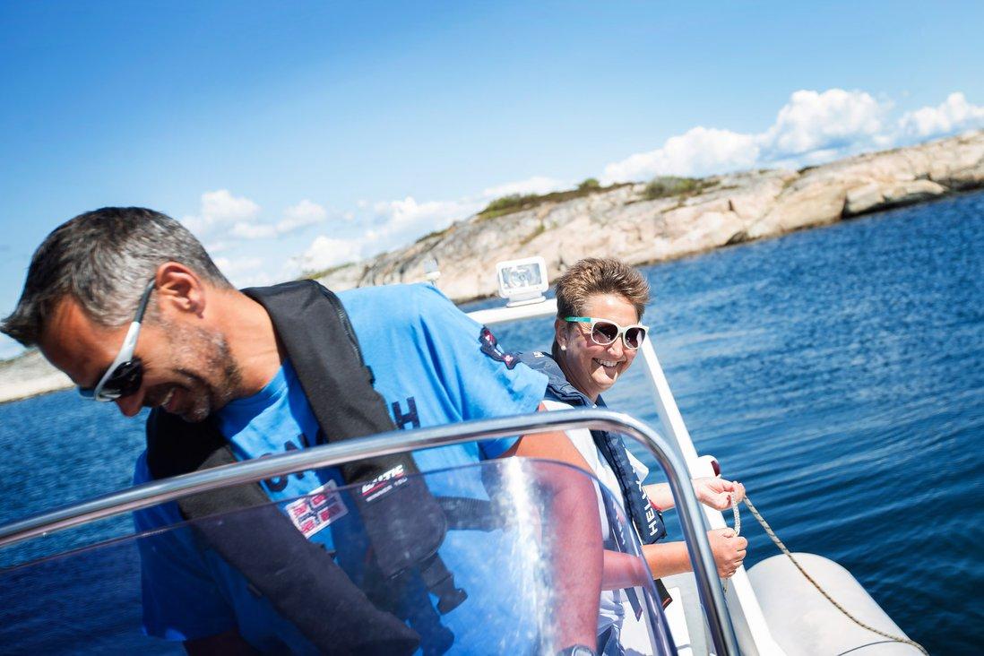 John og Kari Kristiansen i båt