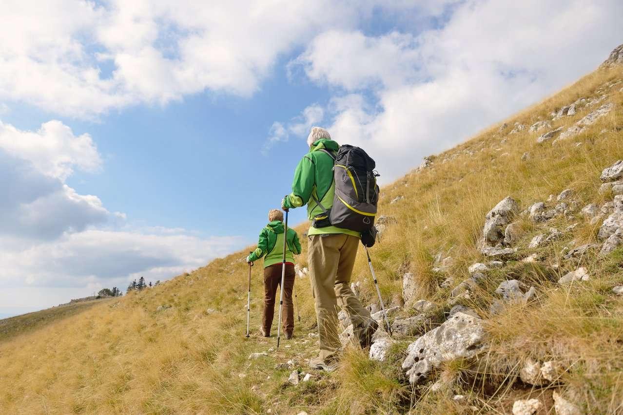 Personer på tuir i fjellet. Foto