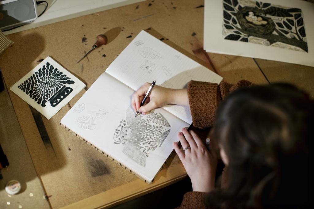 Anine Hansen lot seg inspirere av fjorårets Huskepris-ugle.