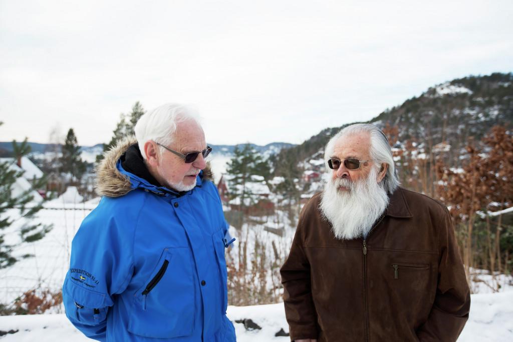 To eldre menn i prat. Foto.