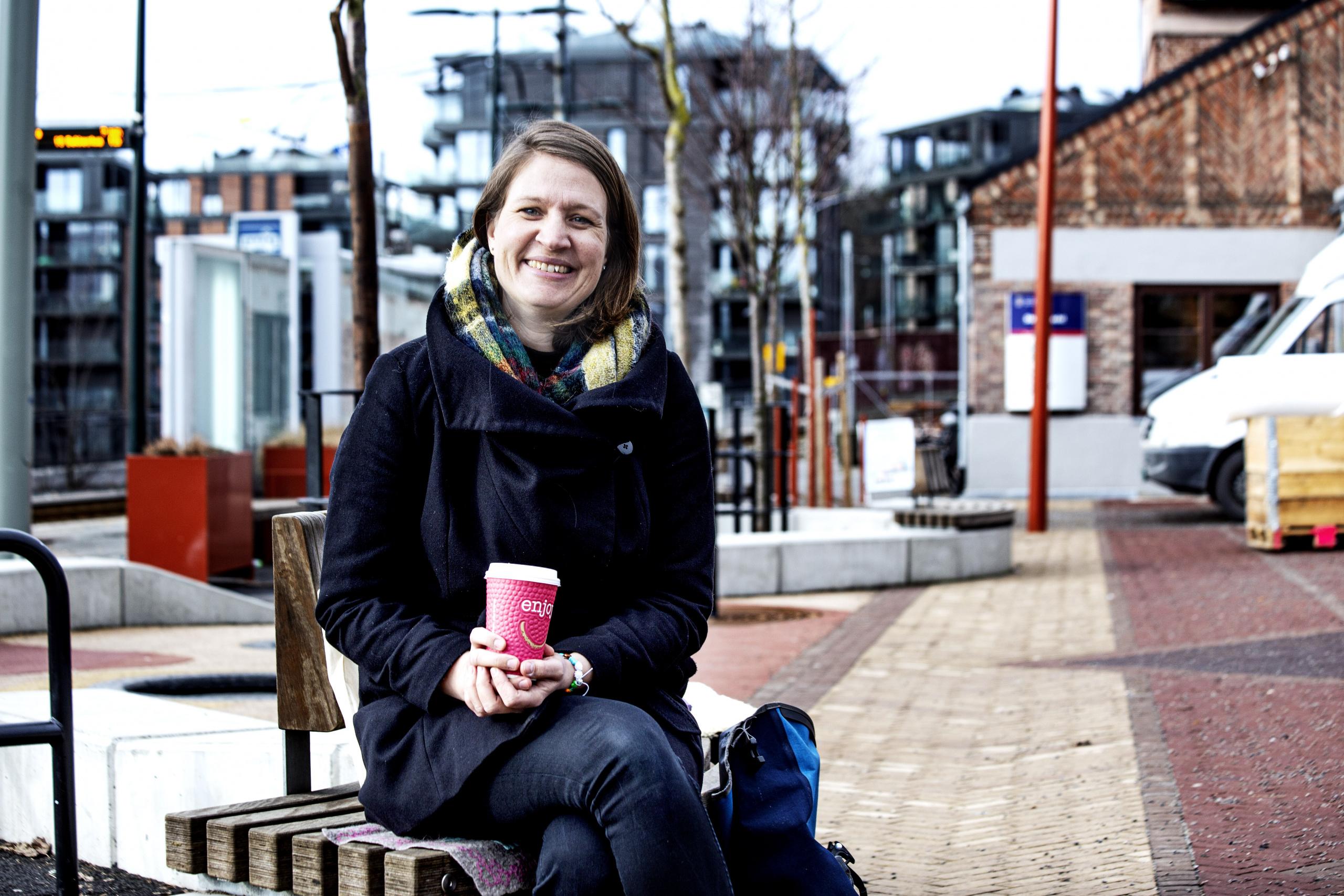 Seniorveileder Mari Bilben er en ivrig lytter på podkastserien Eldre & Psyken